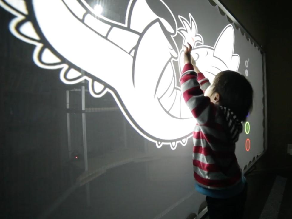 自閉症の子のまわりへの興味を育てる新技術