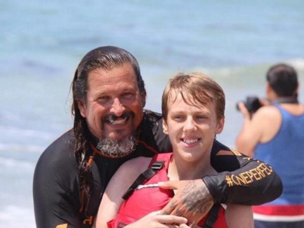 発達障害の子どもたちと一緒にサーフィン