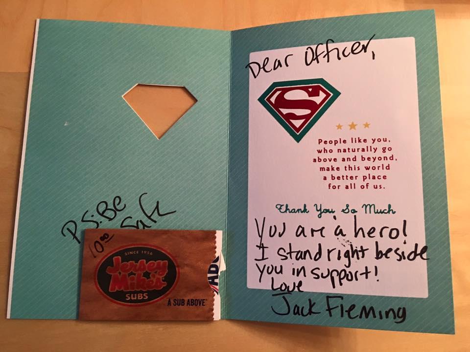 南フロリダ中の警察官に感謝カードを贈る少年 CqjpLZjVYAAFXWA