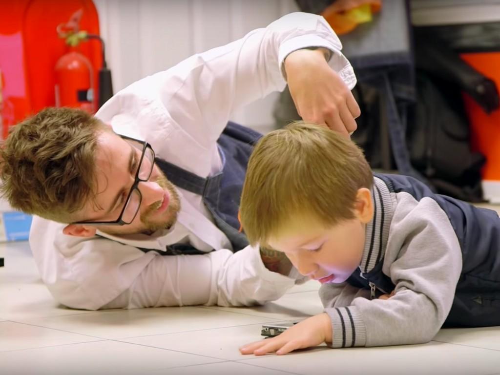 発達障害の子どもをこころよく迎える理髪店