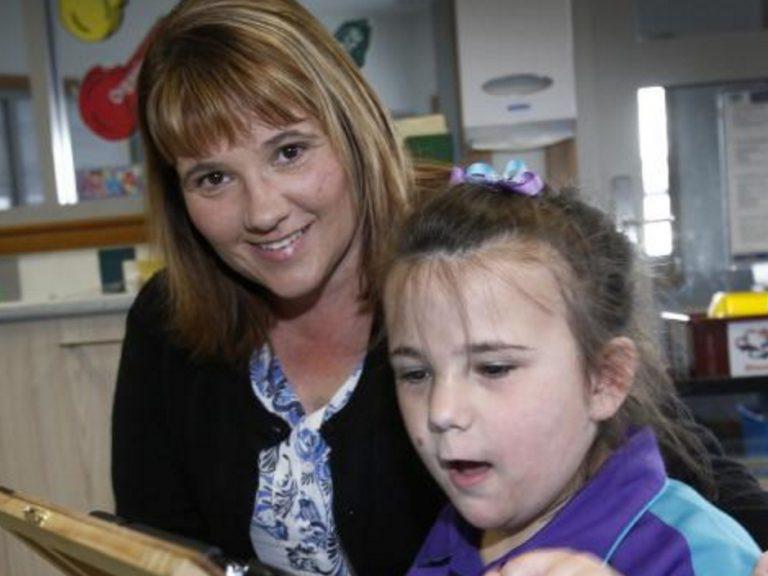 発達障害の子に。学校の授業と連携するネット療育