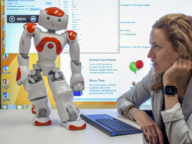 ロボットが発達障害の子の発話を増やした