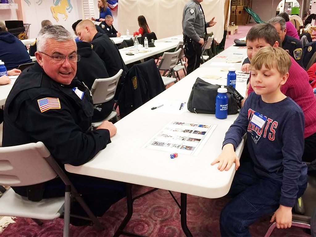警察官と発達障害の子が一緒になって学ぶ。