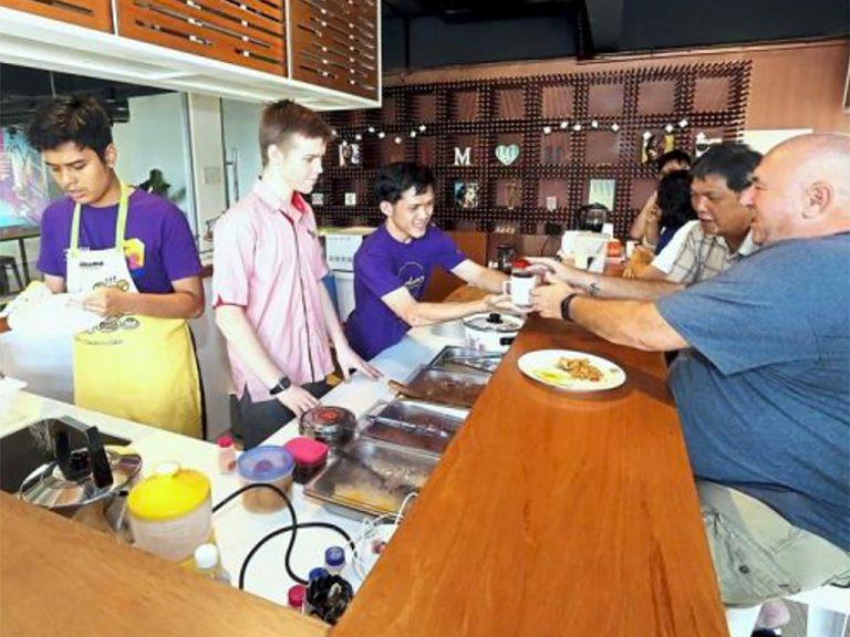 発達障害の子の父は会社を辞めてカフェ経営