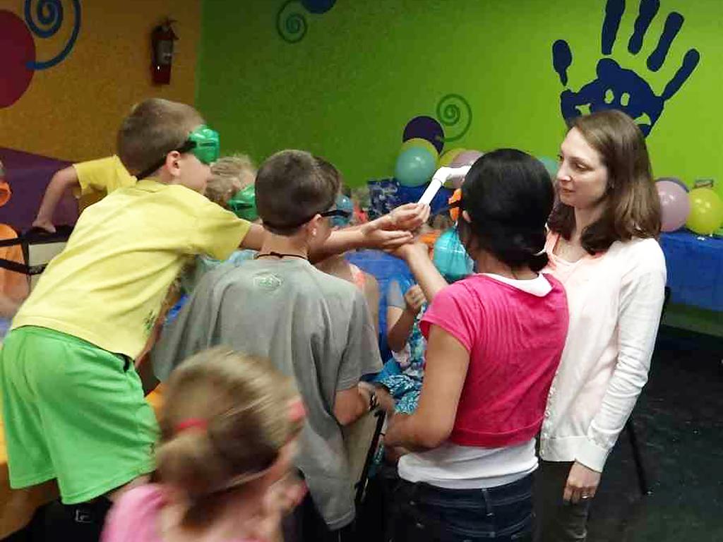 発達障害の子向けに体験学習会を行う博物館
