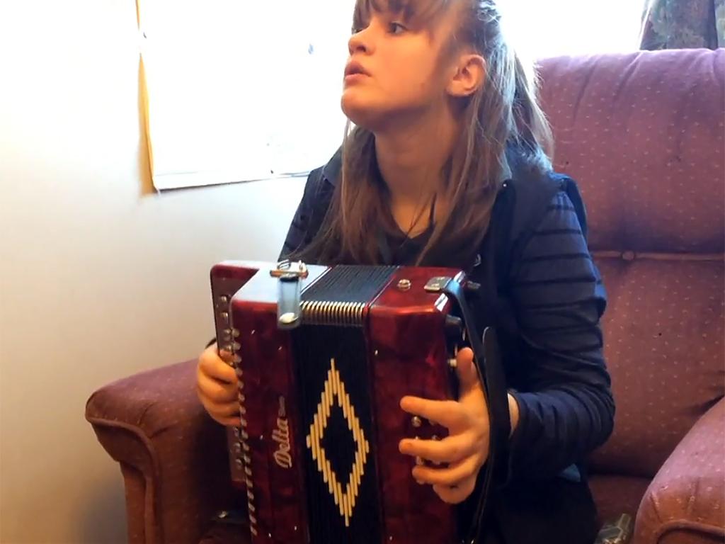 目が見えない発達障害少女を支えるのは音楽