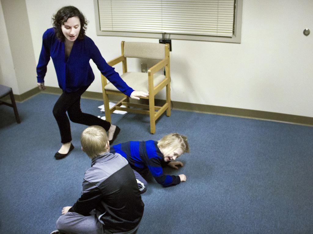 発達障害の子たちがコントで感情表現を学ぶ