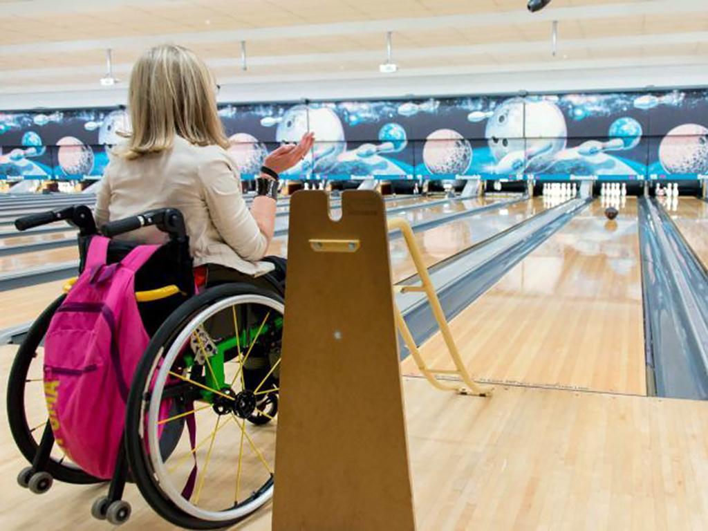 障害のある人たちが毎週集うボーリング大会