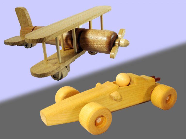 木の飛行機とレーシングカー ピアワーク・オアシス