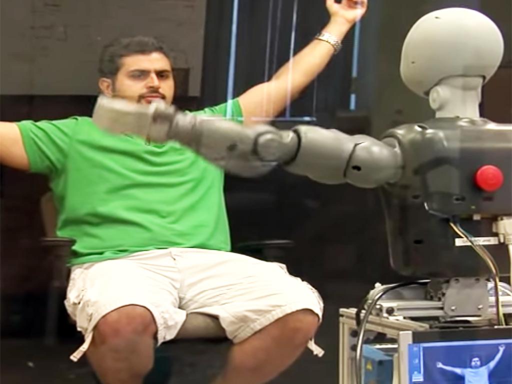 発達障害の人の社会性を育む支援ロボット r3