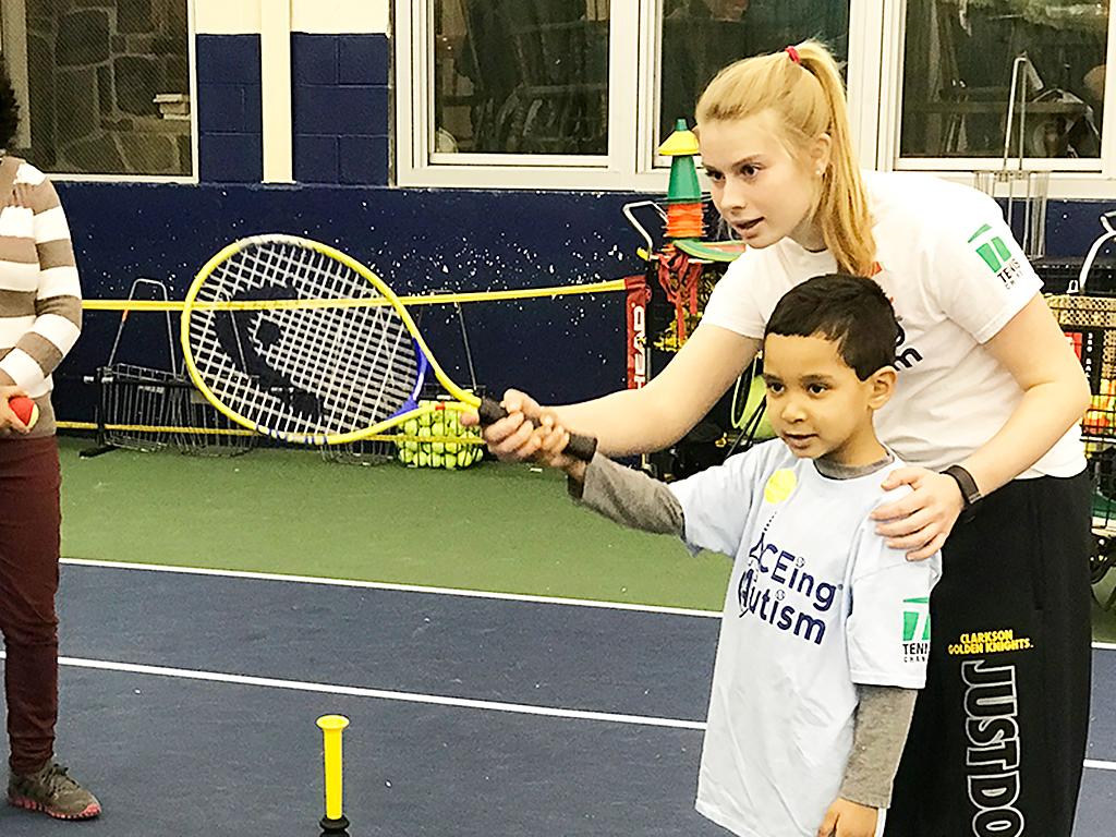 それぞれの発達障害児にあわせるテニス療育
