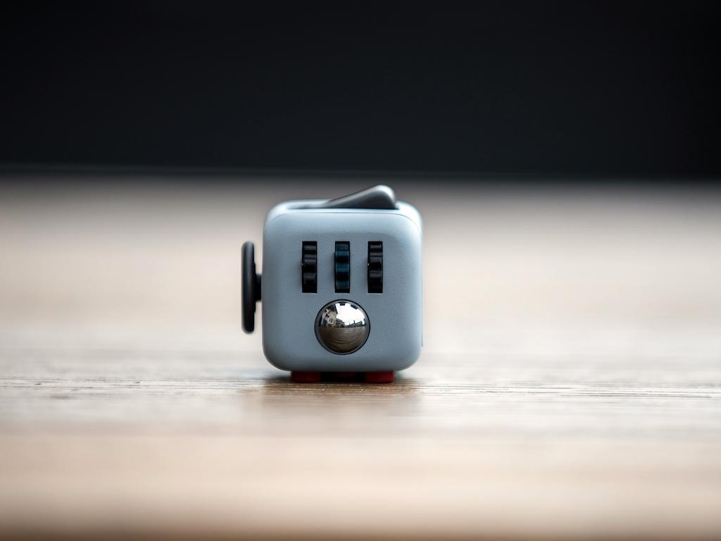 Fidget Cube 本物のフィジェットキューブ・Antsy Labs F17I08452