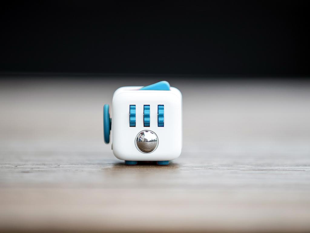 Fidget Cube 本物のフィジェットキューブ・Antsy Labs Fidget_Cube_Aqua2