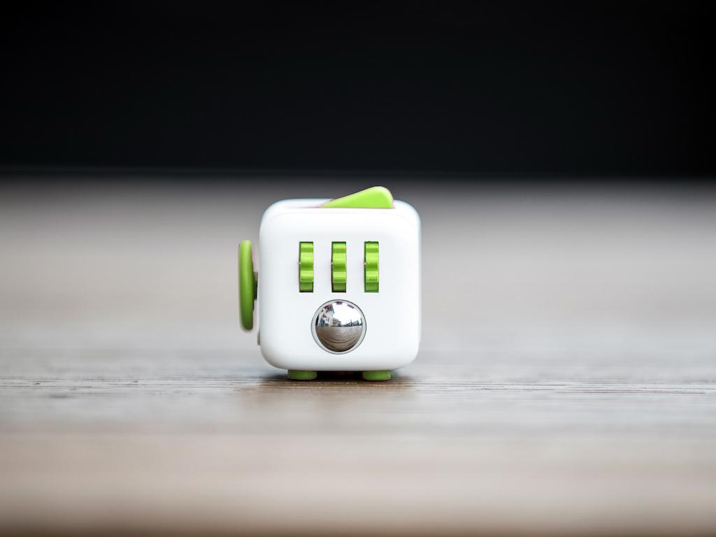 いじれる確かな感触。 本物のフィジェットキューブ・Antsy Labs Fidget_Cube_Fresh2