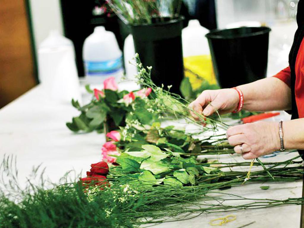 バラ農園は存続し発達障害の青年を支援する b1-2