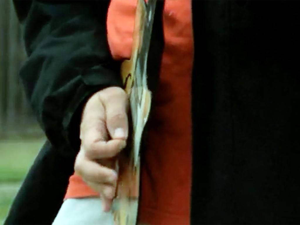 発達障害のエアギタリストに本物が贈られる g6