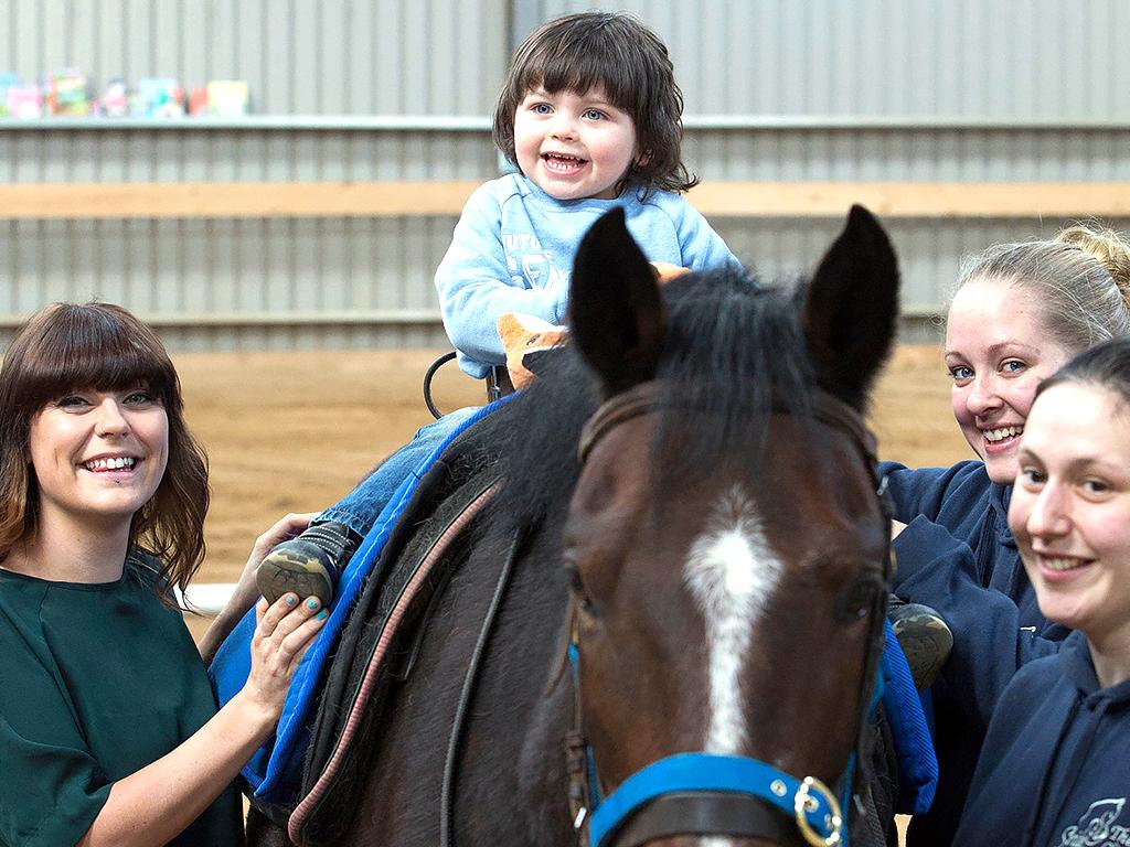 発達障害の子に効く乗馬療法。1分間に百歩