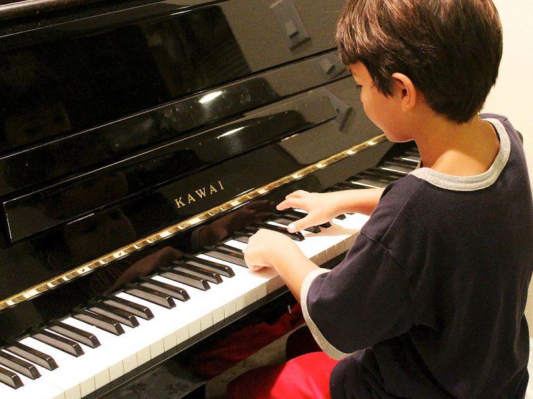 発達障害の子が眠れる音楽を振動で伝える枕