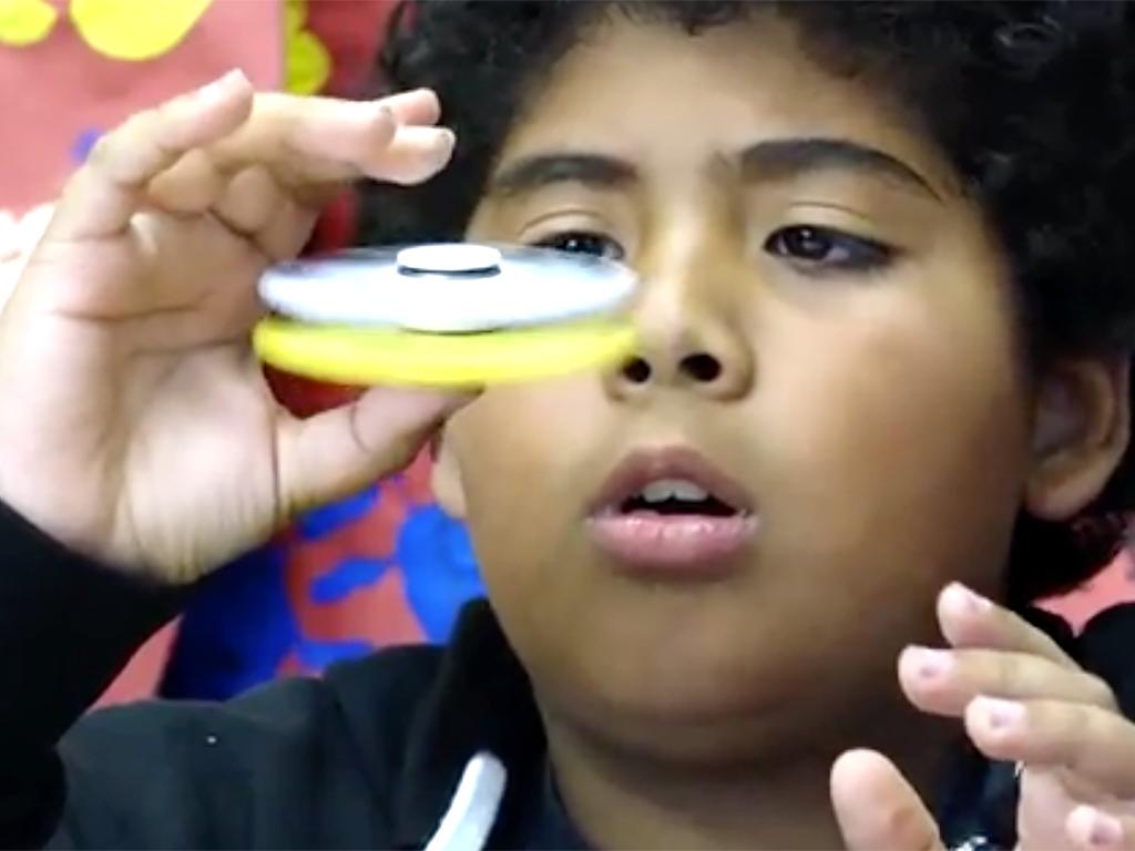 ハンドスピナーはADHDや自閉症など発達障害の子に良いものか?