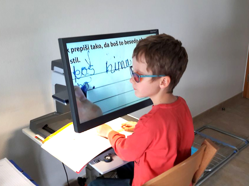 発達障害と視覚障害の子に母は部屋を作った