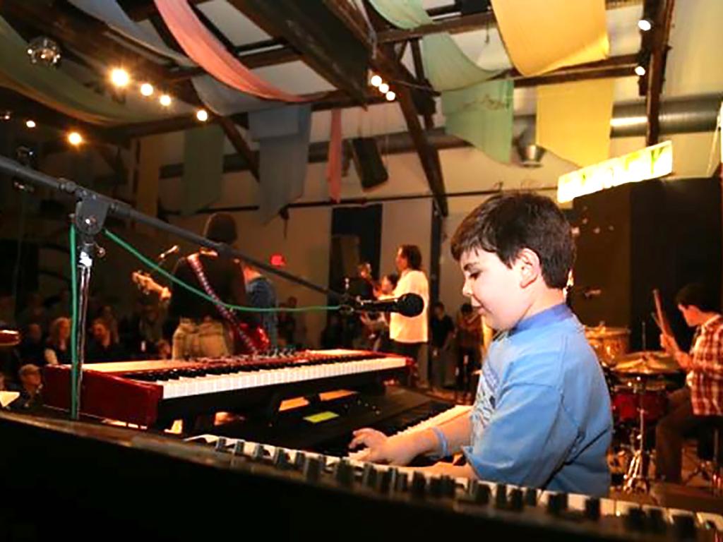 音楽が自閉症の息子をこの世界へ連れ出した m4-1