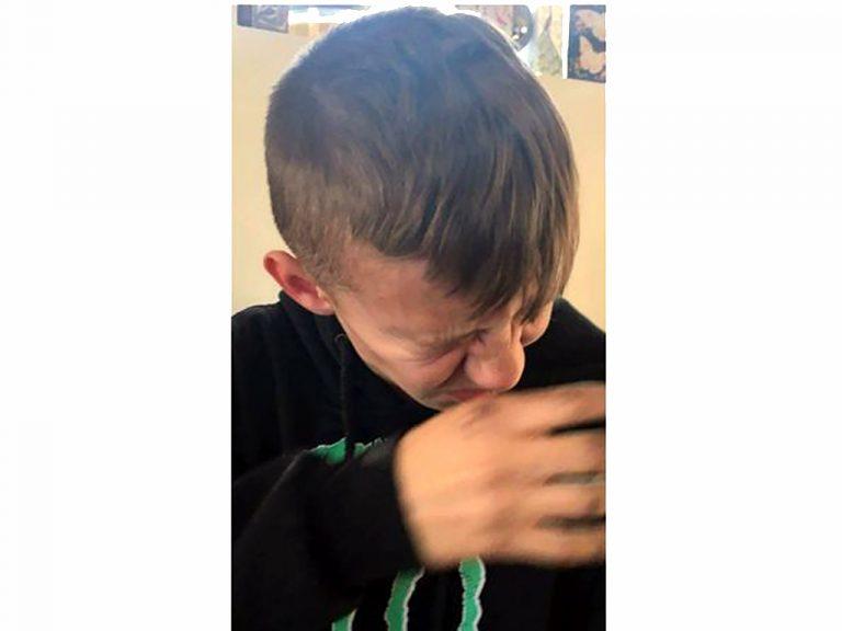 苦手な食べ物に毎日挑戦する発達障害の少年