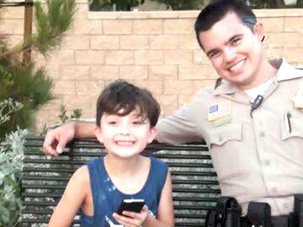 発達障害の子の親友になったやさしい保安官