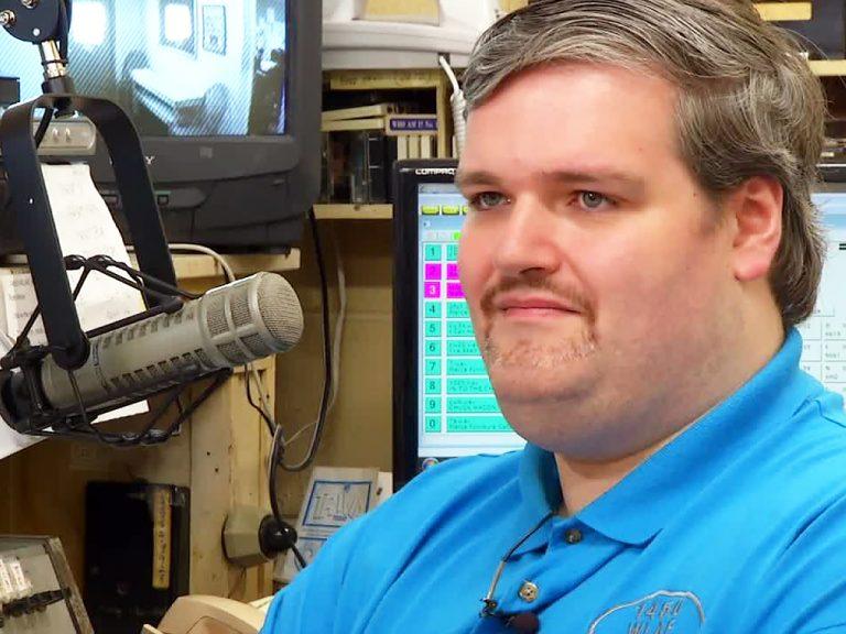ラジオ局に飛び込みDJになった発達障害青年
