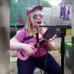 目も不自由な発達障害の女の子が音楽で輝く