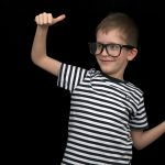 発達障害の子の会話の発達を助けるメガネ
