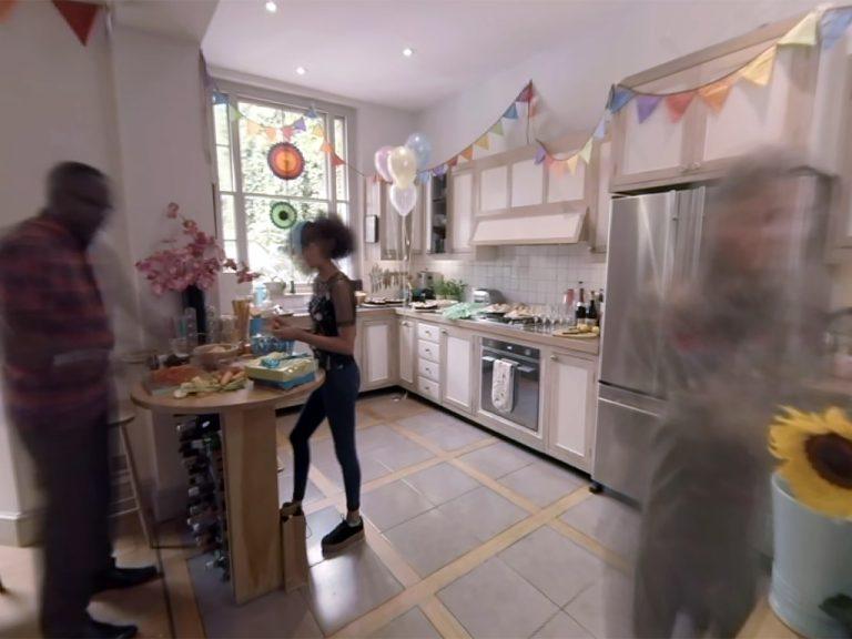 自閉症の女の子になって世界を見るVR動画