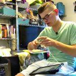 発達障害少年は毛糸を編んで母の誇りになる
