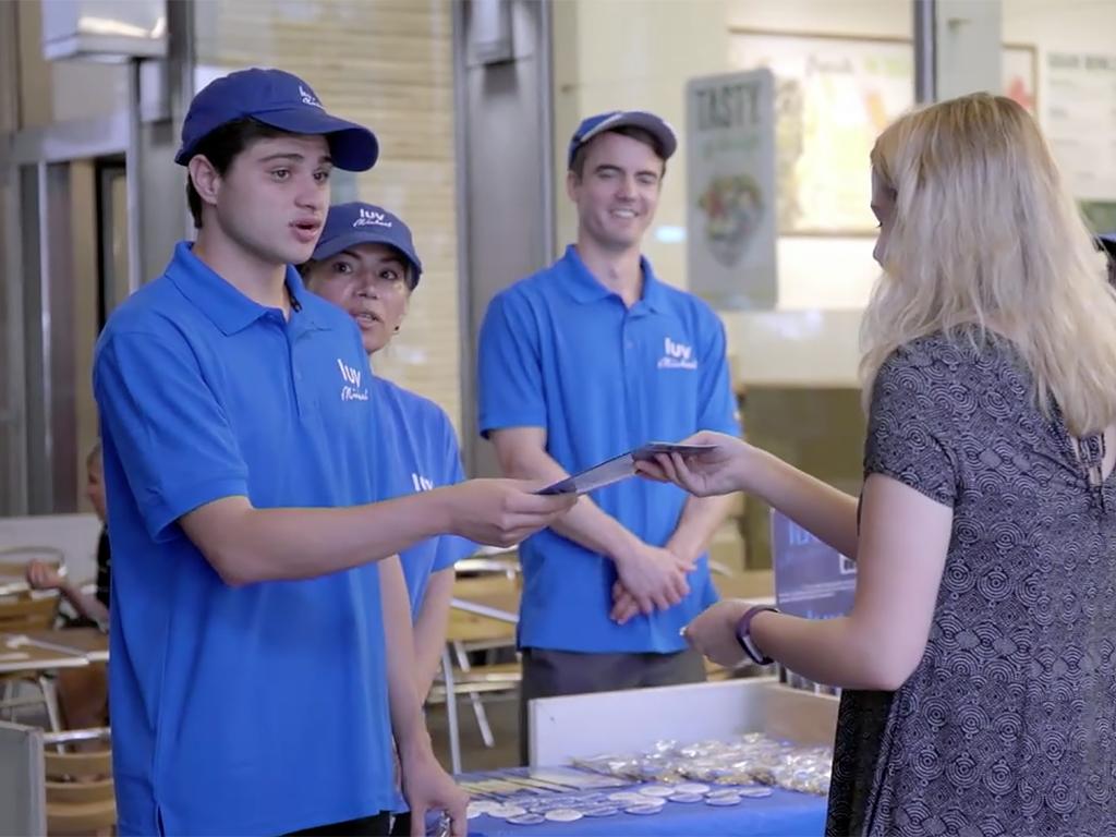 発達障害の子の親の店は、まず3週間ボランティアで働いてもらう b9