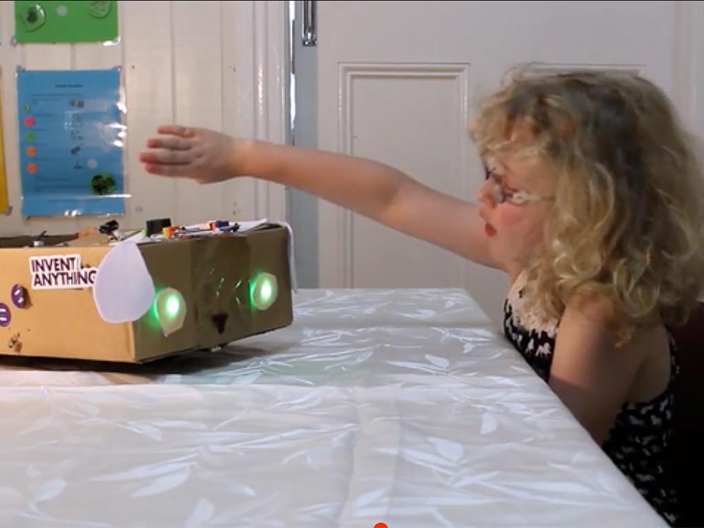 発達障害の少女がロボット犬を作りNASAへ d10