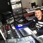 電子音楽で発達障害の青年は病を乗り越えた