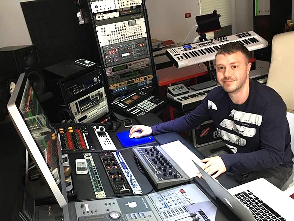 発達障害の男性は電子音楽でうつ病から救われ、DJにまでなった