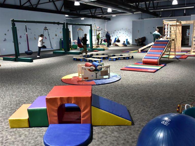 発達障害の子どもたちのために設計された遊び場施設がオープン