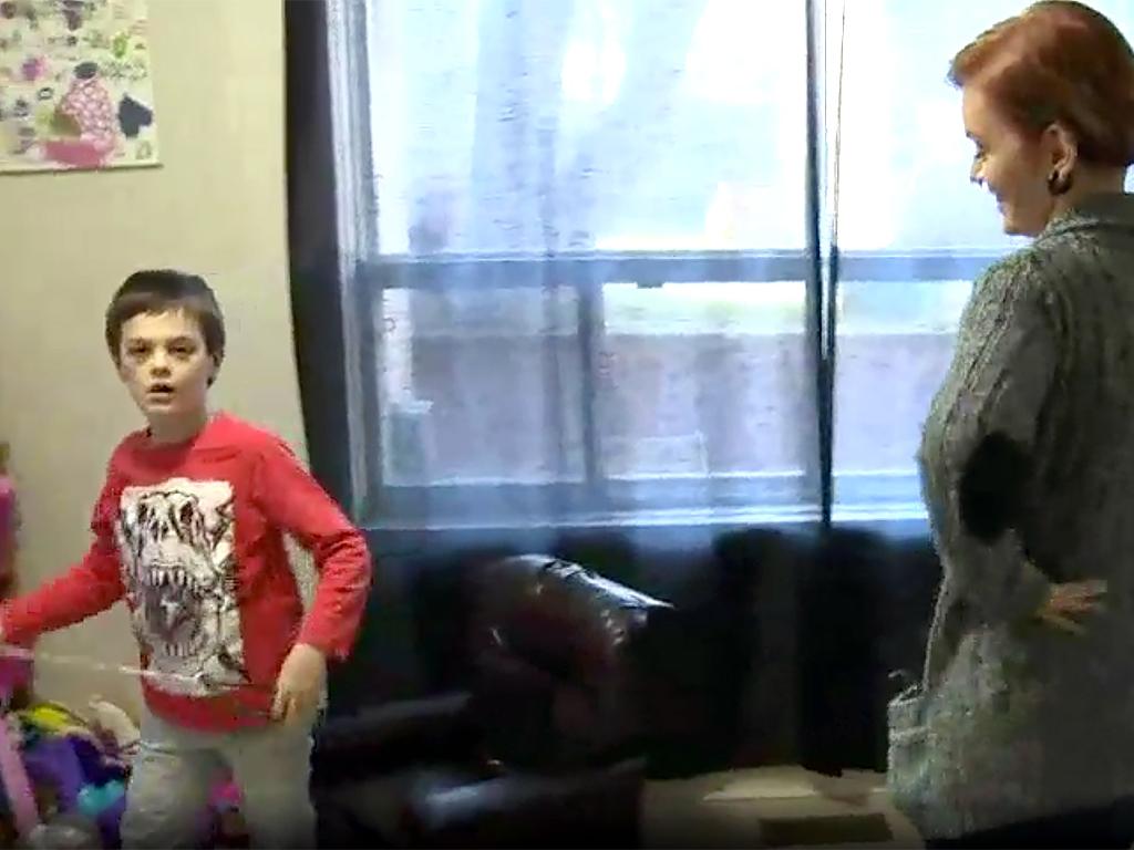 家は発達障害者向けの監獄のよう。暴力をふるう息子への親の決断 b3