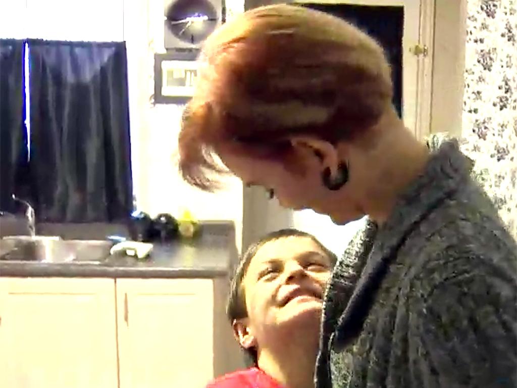 家は発達障害者向けの監獄のよう。暴力をふるう息子への親の決断