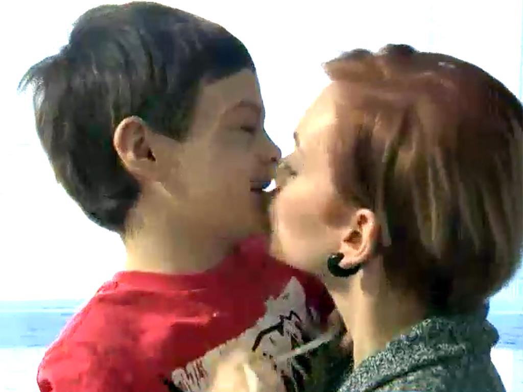 家は発達障害者向けの監獄のよう。暴力をふるう息子への親の決断 b7