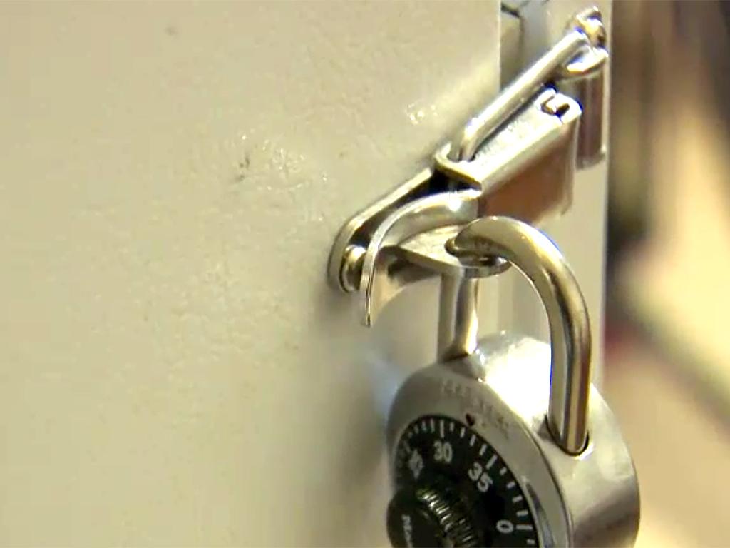 家は発達障害者向けの監獄のよう。暴力をふるう息子への親の決断 b9