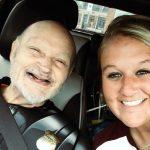 知的障害のおじいさんを新しい家族が迎える