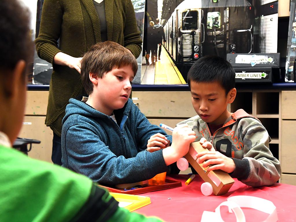 発達障害の子どもたちが地下鉄で学んで成長 r1-2