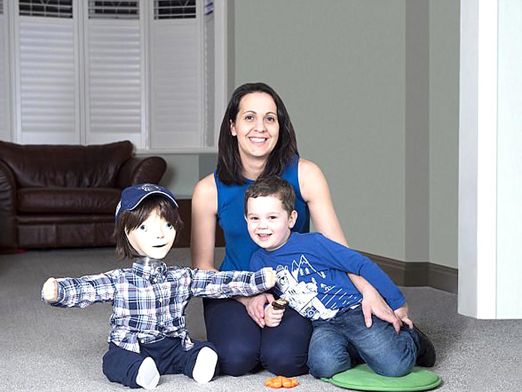 ロボットのおかげで発達障害の子と家族が安心して食事ができる r1-3