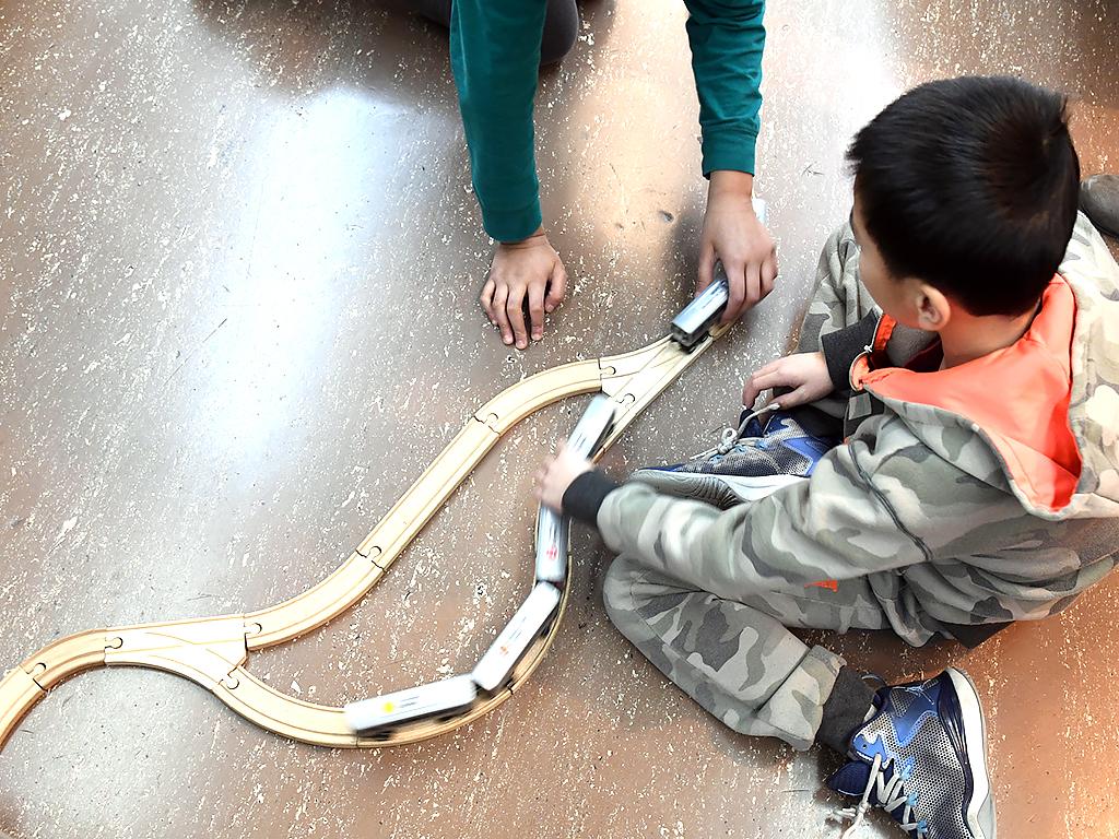 発達障害の子どもたちが地下鉄で学んで成長 r3
