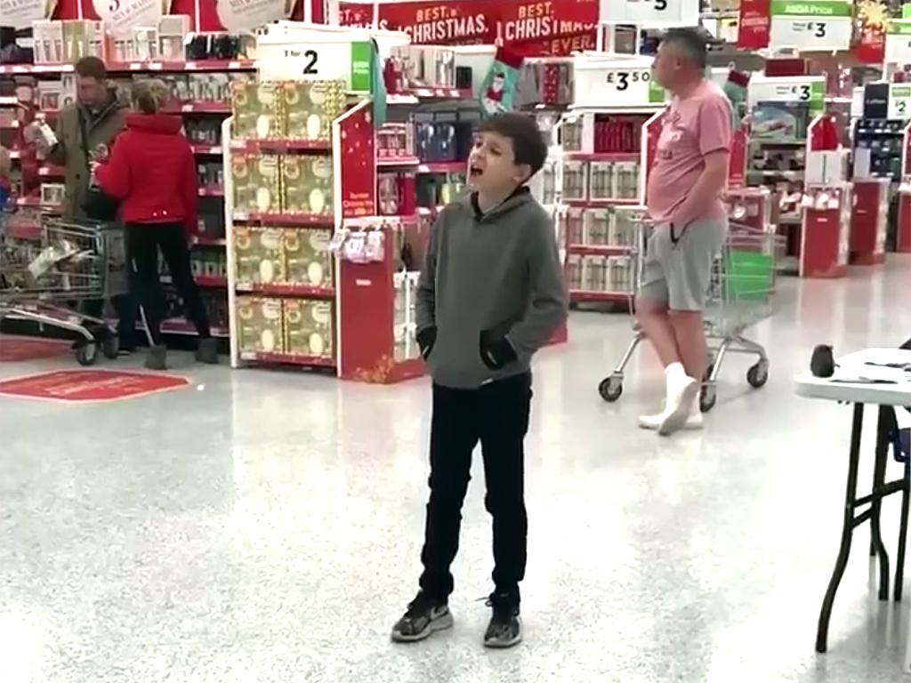 発達障害の少年が大好きな歌で人を応援する