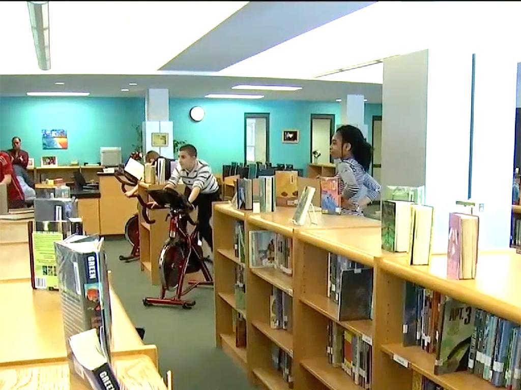 発達障害の子も落ち着いて本が読める。フィットネスバイク読書 b10