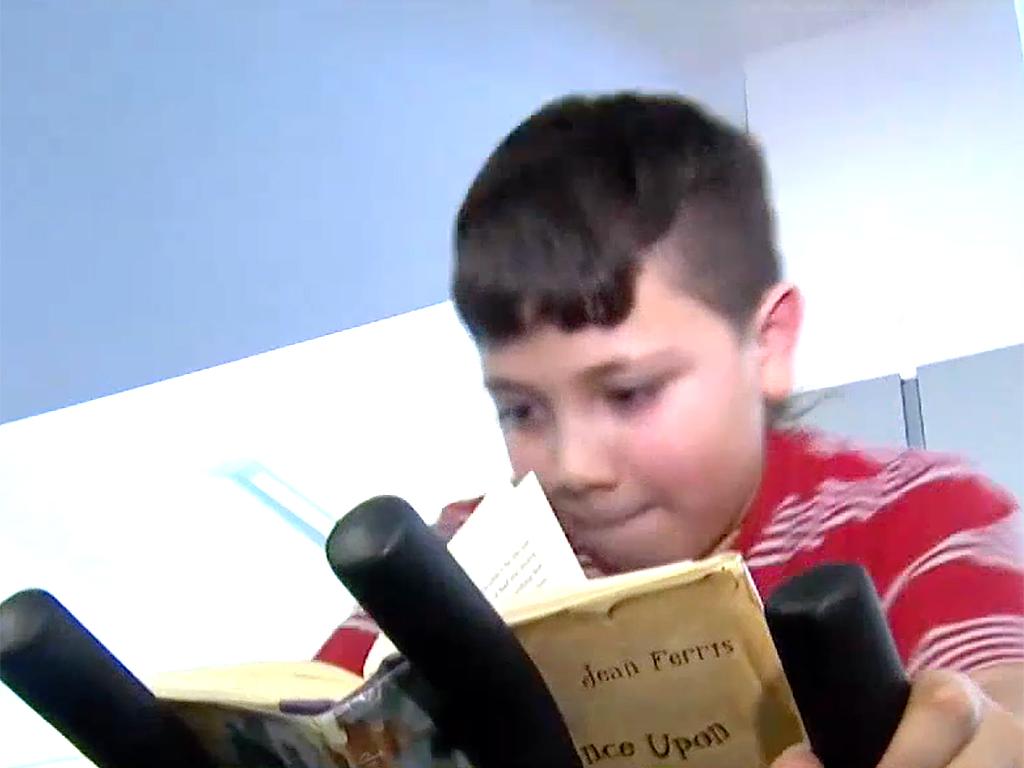 発達障害の子も落ち着いて本が読める。フィットネスバイク読書 b3