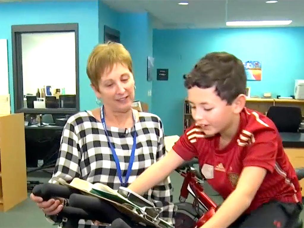 発達障害の子も落ち着いて本が読める。フィットネスバイク読書 b6