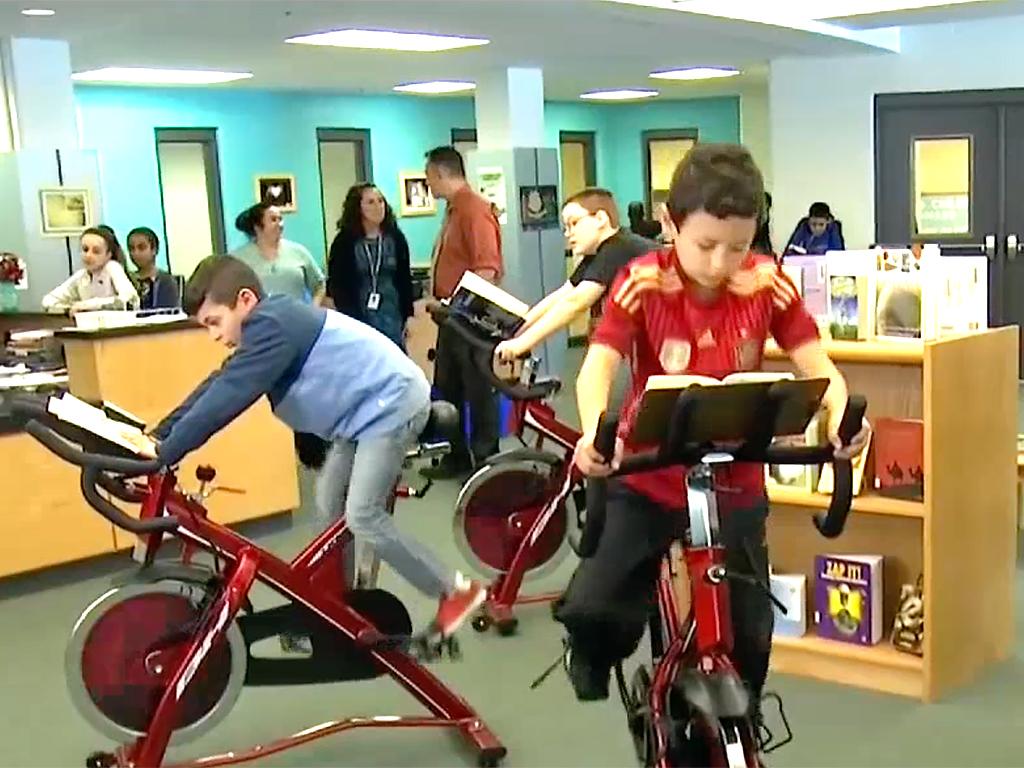 発達障害の子も落ち着いて本が読める。フィットネスバイク読書